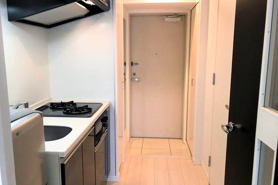 キッチン前のスペースは広め。動きにくい、料理がしにくいという不安もありません