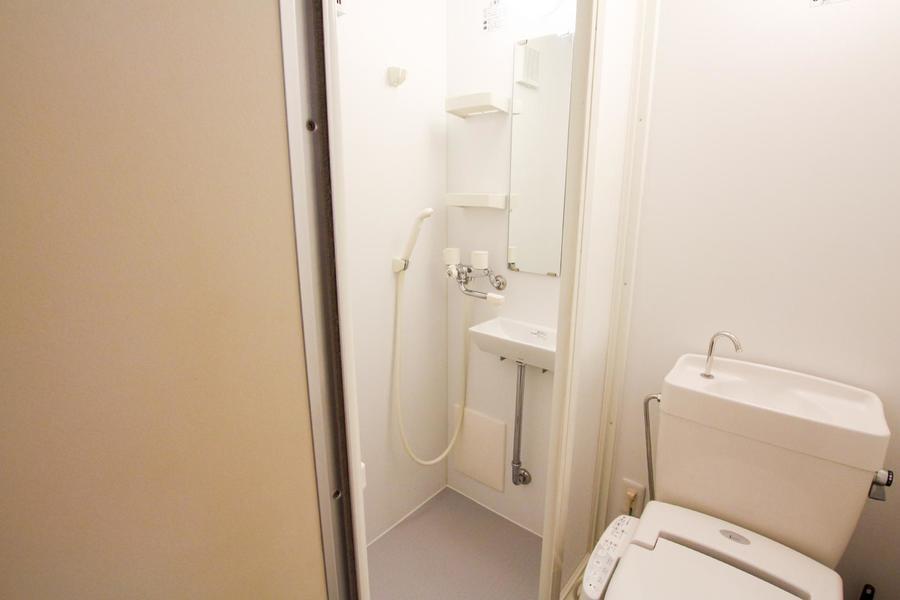 バスルームはバスタブのないシャワータイプ