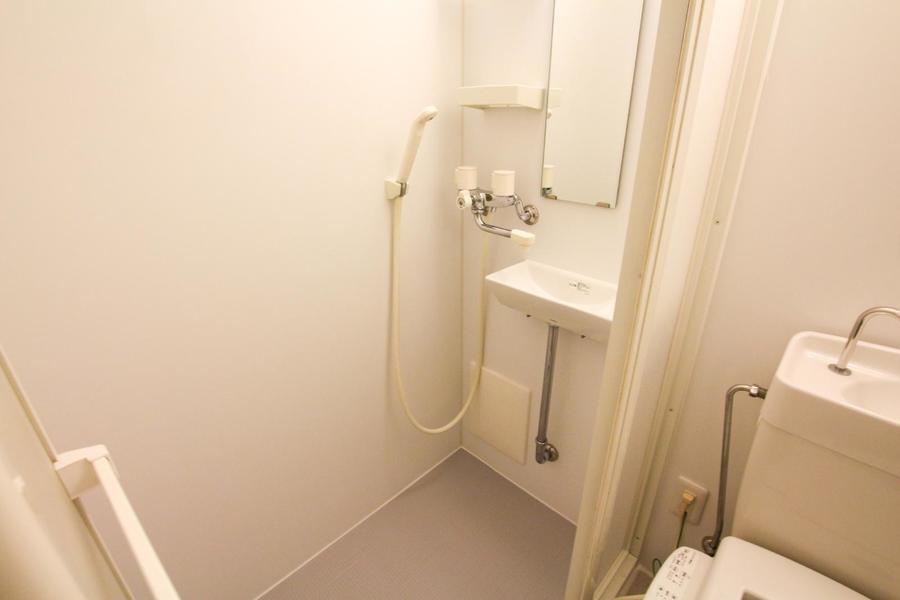 お風呂はバスタブのないシャワールームとなっています