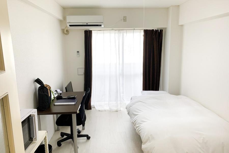 白を基調としたシンプルなお部屋。7.6帖とゆとりのある広さです