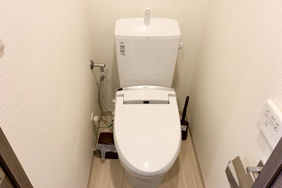 お手洗いは人気のシャワートイレ搭載