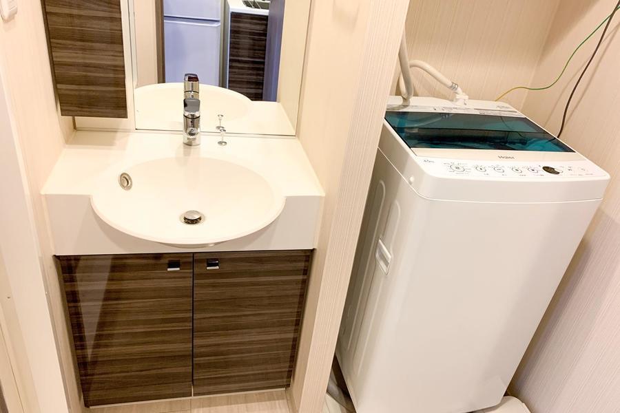 洗面台はコンパクトながらかわいらしさのあるデザイン
