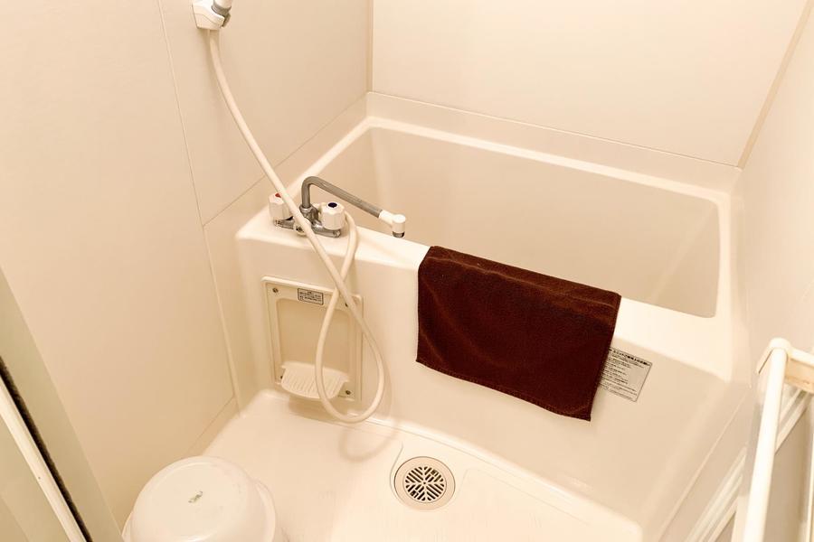 お風呂はコンパクトサイズ。お天気を気にせず洗濯物ができる浴室乾燥機能つきです