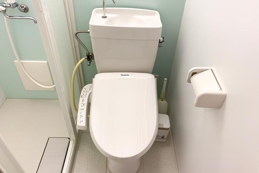 お手洗いは人気のシャワートイレつき!