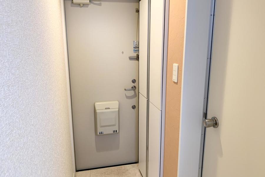 玄関扉は安心のダブルロックタイプ。さらにシューズボックスも併設されています