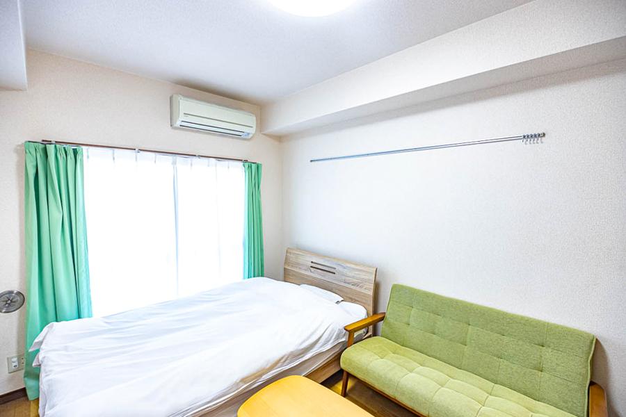 ホワイトとグリーンを基調としたシンプルなお部屋