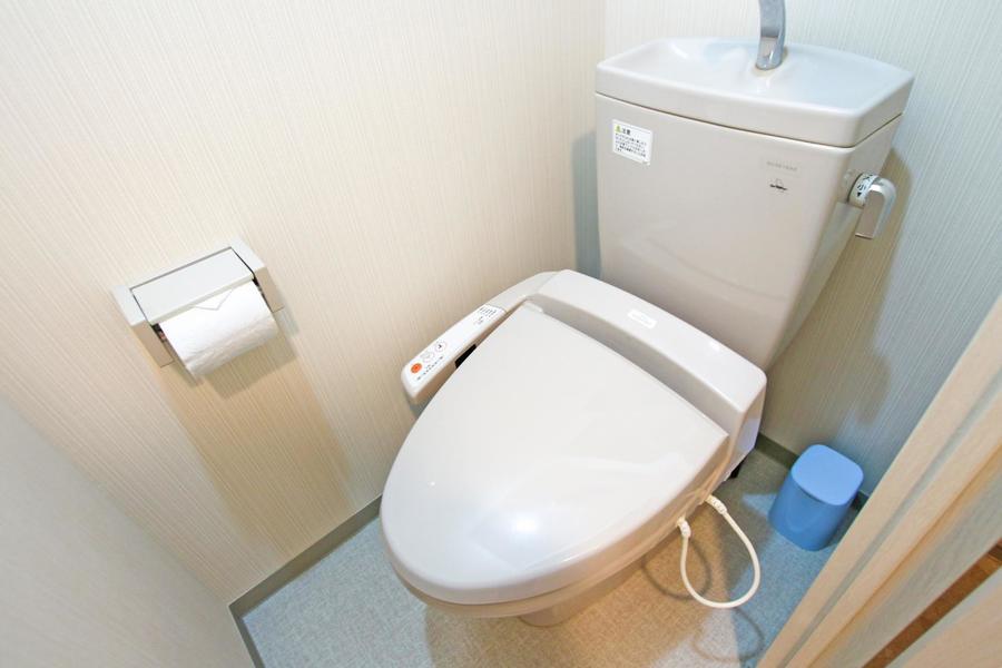 お手洗いはセパレート式で衛生面も安心です
