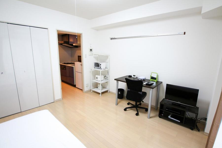 お部屋は7.1帖とゆとりある広さ。ビジネスホテルのような手狭さもありません