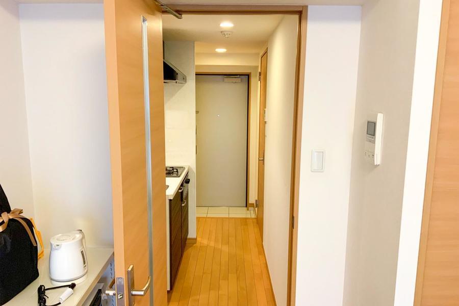 お部屋と廊下の間には仕切り扉を設置。室温の管理にも最適です