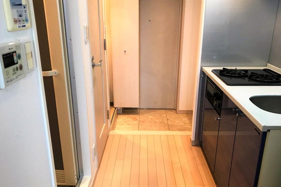 キッチン前のスペースもゆとりを持って取られています