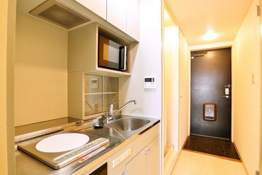 キッチン横には洗濯機置場。少し奥まった位置にあるので目立たずスッキリ