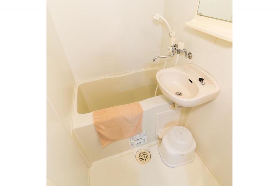 洗面器やバスマットなどのお風呂用品もご用意しています