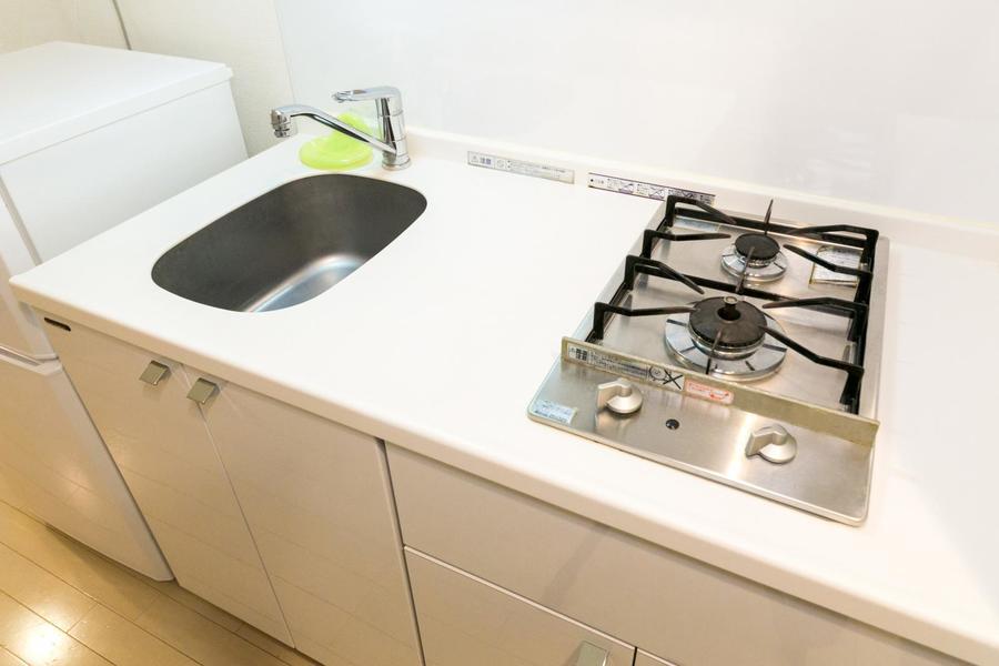 清潔感溢れるキッチン。ガスコンロは2口タイプです