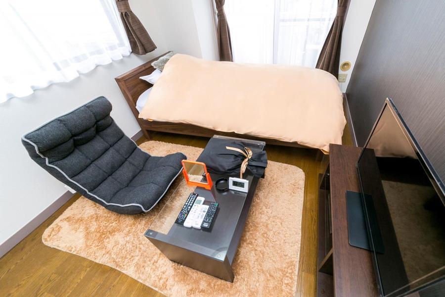座椅子下にはラグを敷いて足元の冷えを軽減!