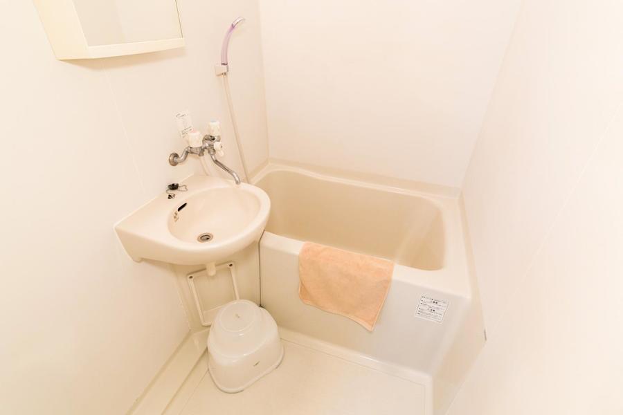 コンパクトサイズのお風呂。人気設備の浴室乾燥機付きです