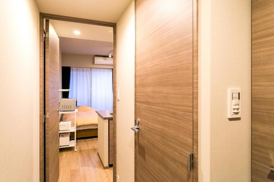 入口の扉はプライバシー管理はもちろん、お部屋の換気にも最適
