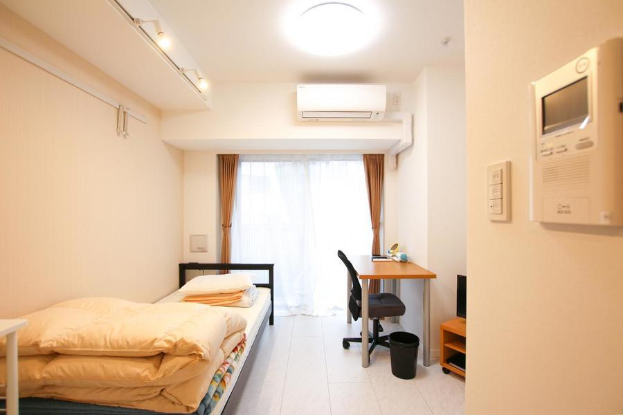 コンパクトな6.2帖のお部屋。フローリングはお部屋によって色が異なります