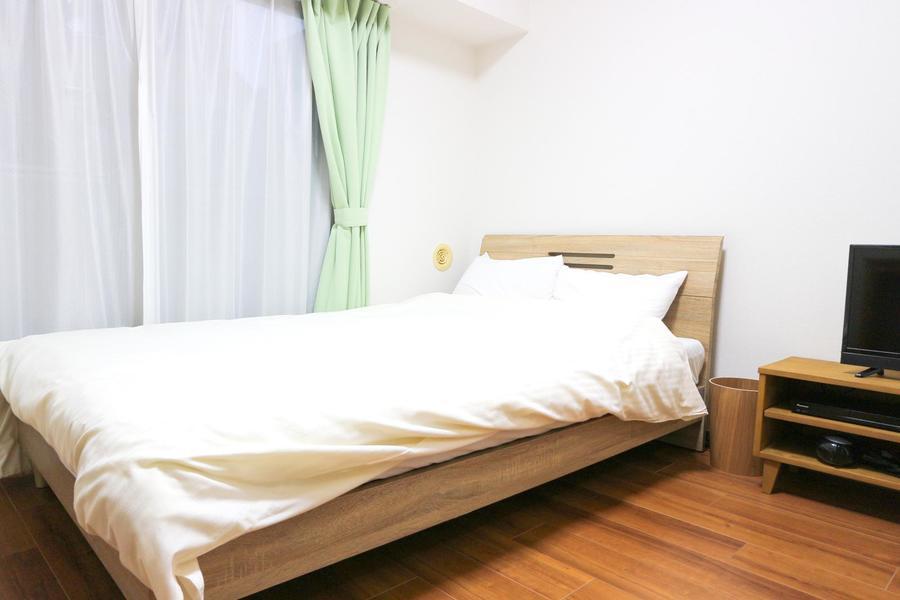 セミダブルのベッドでゆったりとお休みいただけます