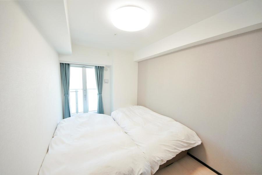 左右の洋室はそれぞれ寝室に。ベッドはどちらもシングル2台設置です