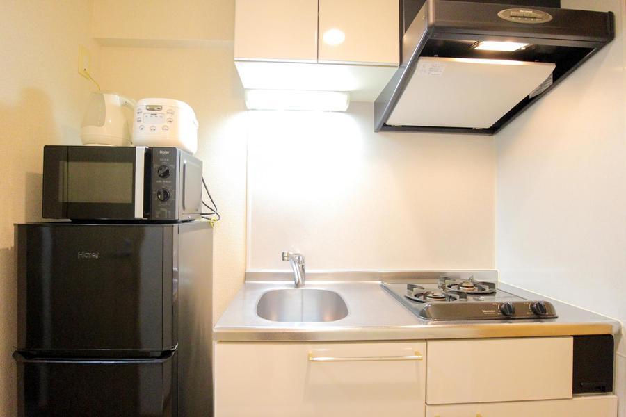 キッチンは上下に収納スペースを完備しています