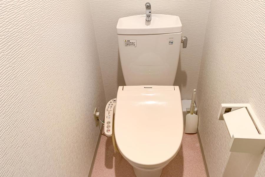 お手洗いは人気の高いセパレートタイプ