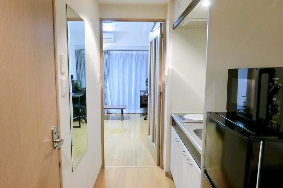 仕切り扉つきで作業集中はもちろん、室温管理、プライバシー確保もバッチリ
