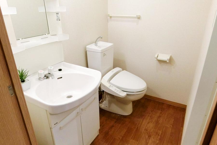 お手洗いはこだわりのお客様も多いシャワートイレタイプ