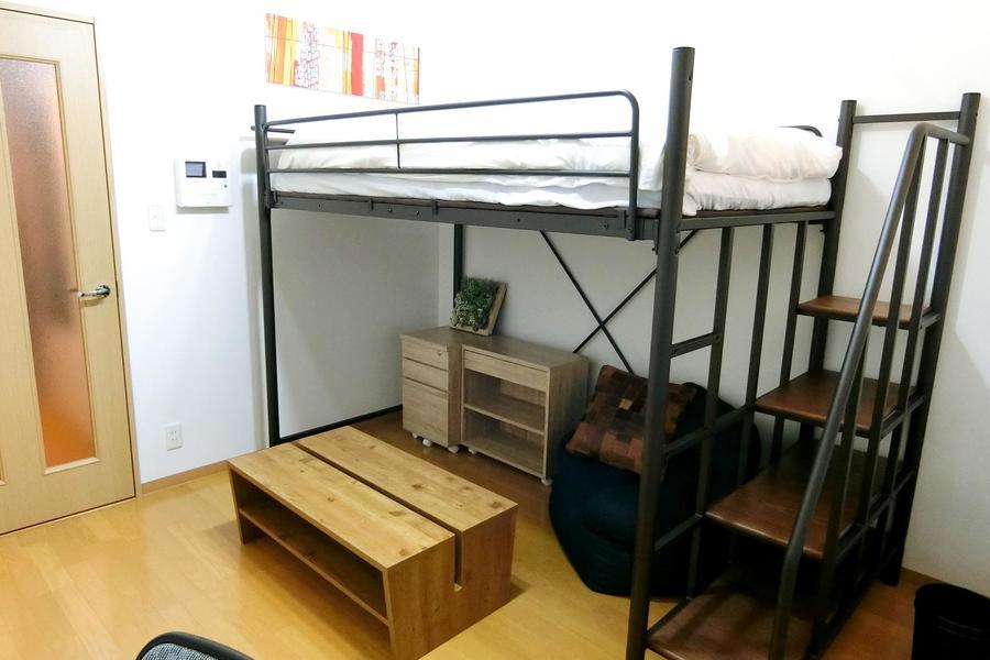 ベッド下の空間は隠れ家的雰囲気