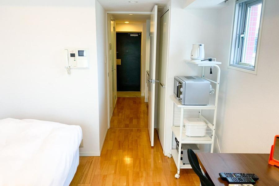 お部屋から玄関までは同一のフローリングが敷かれ、統一感アップ