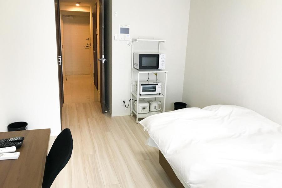 お部屋は約8.2帖。長期期間のご滞在でも安心の広さです