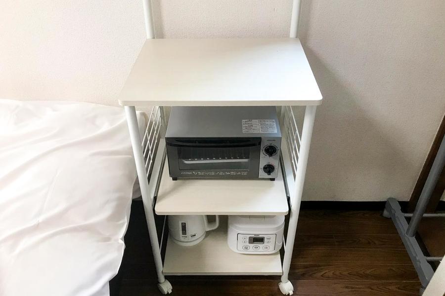 トースターや炊飯器などの家電類は移動式ラックに集約