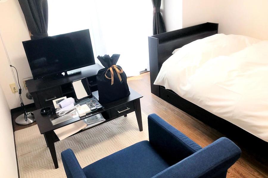 ベッドをはじめとした家具類はすべてセッティング済。お着替えひとつでご入居いただけます