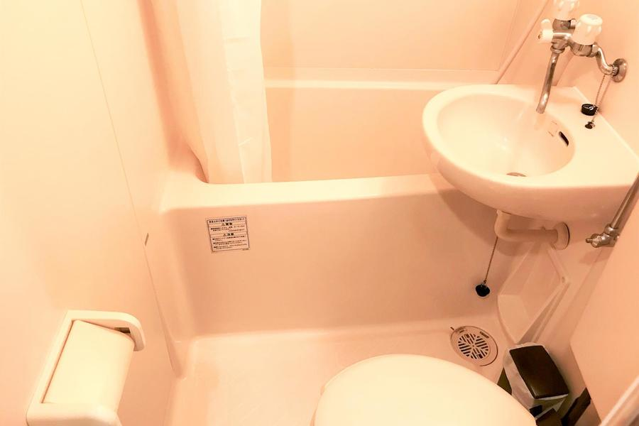 お風呂やトイレなどの水回りはコンパクトに。浴室乾燥機能つきです