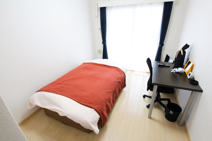 シンプルなフローリング貼りのお部屋。年齢性別を問わず過ごしやすいデザインです