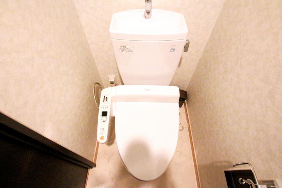お手洗いはシャワートイレ付き。こだわられるお客様も多い人気の設備です