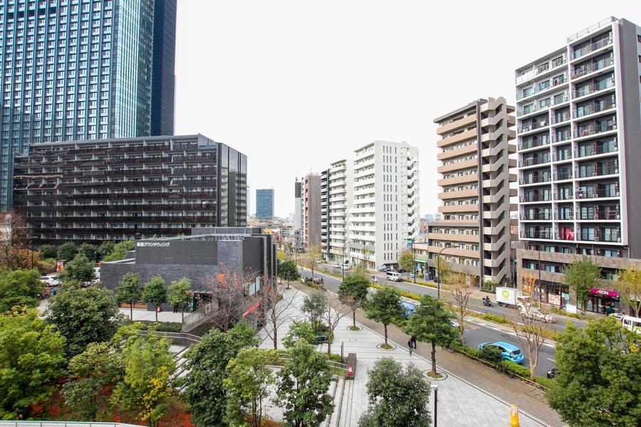 ベランダからは新宿区内とは思えない緑豊かな風景がご覧いただけます