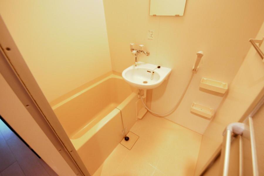 お風呂には浴室乾燥機能を搭載。急ぎの洗濯物もおまかせください
