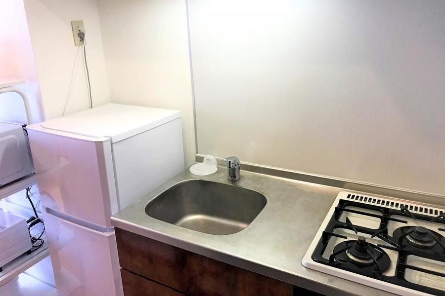 便利なガスコンロは二口。キッチン家電も手の届きやすい場所に設置しています