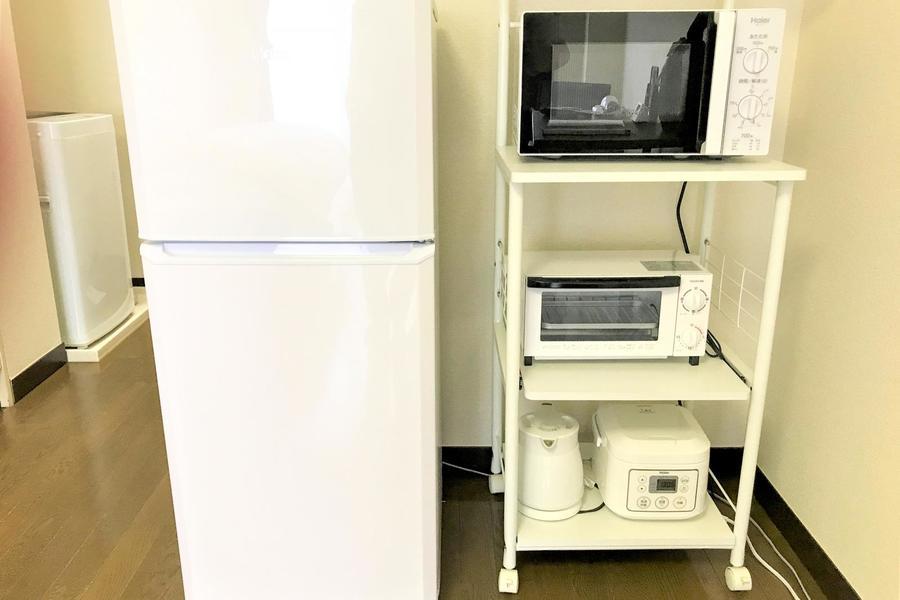 冷蔵庫、電子レンジなどの生活家電も配置済み