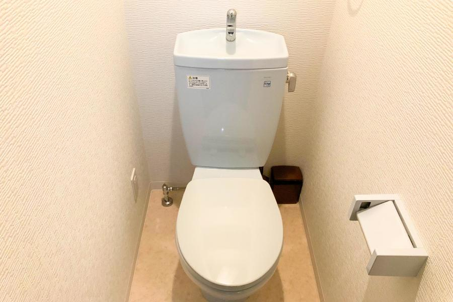 白を基調としたお手洗い。人気のセパレート式です