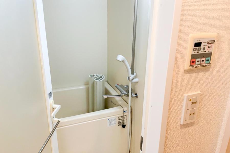 浴室乾燥機能付きのバスルーム。急ぎの洗濯物もおまかせください