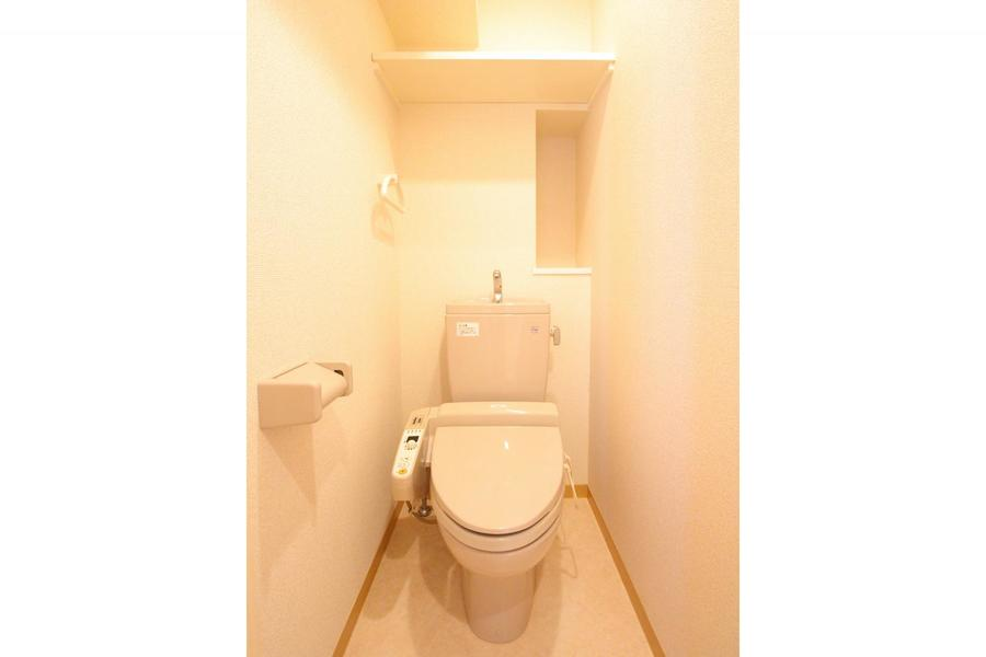 シャワートイレタイプのお手洗い。人気の設備です