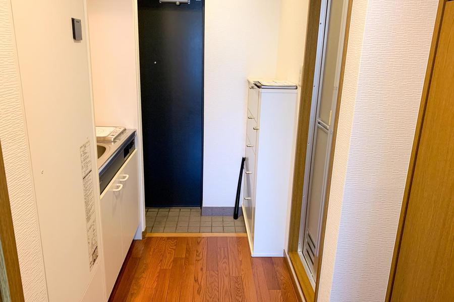 散らかりがちな玄関はシューズボックスで解決!天板は小物置きに