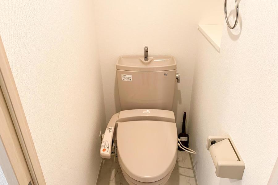 お手洗いはシャワートイレタイプ。こだわられるお客様も多い人気の設備です