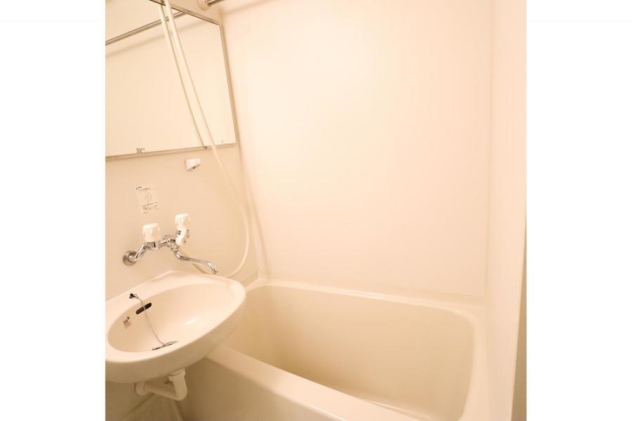 お風呂には浴室乾燥機能が搭載。時間や天気を気にせずお洗濯OK!