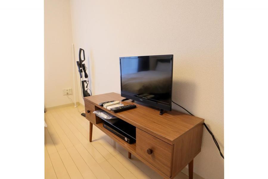 ローテーブルと同じウッド調のテレビ台。お部屋にぬくもりをプラス