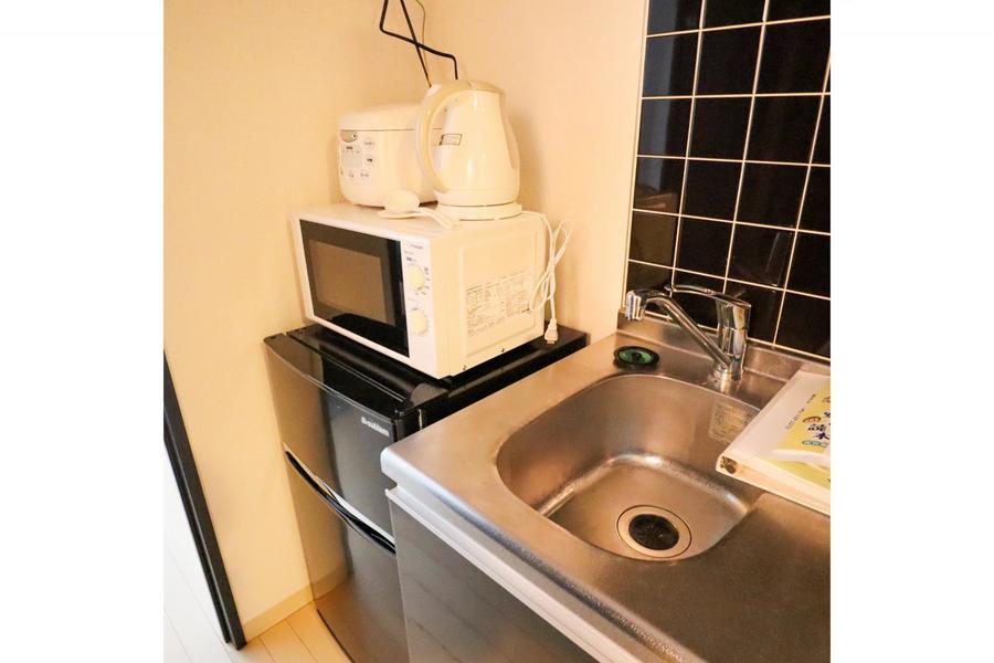冷蔵庫、電子レンジなどの家電類は手の届きやすいようキッチンにまとめました