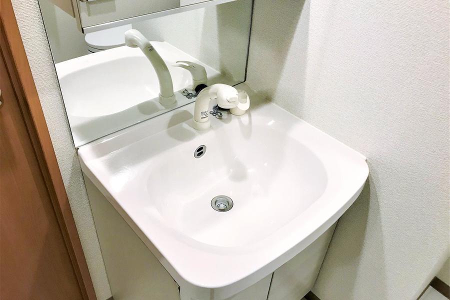 シンプルな洗面所。毎日の身だしなみもばっちりです