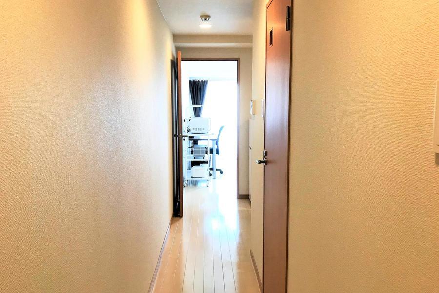 廊下から部屋までバリアフリー構造ですっきりとした印象