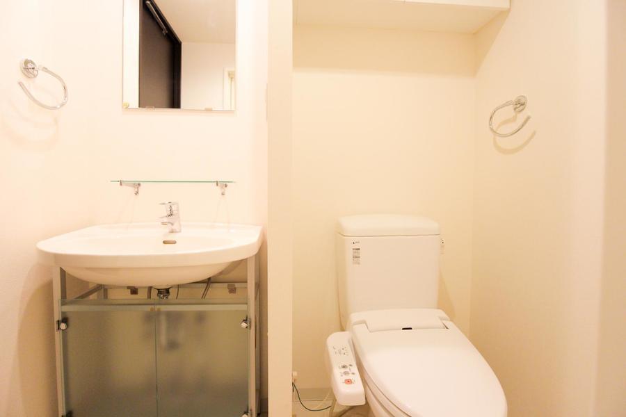 お手洗いは人気のシャワータイプ。こだわられる方も多い人気の設備です